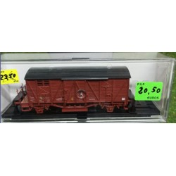 KTRAIN 0703-B. H0 Vagón cerrado con balconcillo rojo óxido.