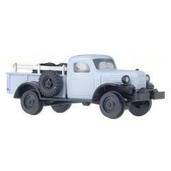 BUSCH 44008. H0 Camión Dodge con ruedas adaptadas para circular por vías HO.