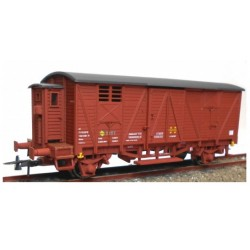 KTRAIN 0702-I. H0 Vagón cerrado con garita baja rojo óxido RENFE