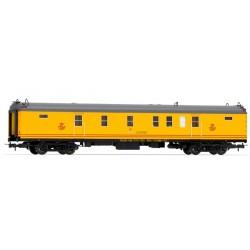 ELECTROTREN 5231. H0 Coche de CORREOS amarillo claro, con numeración UIC.