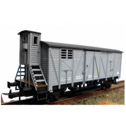 KTRAIN 0706-E. H0 Vagón Cerrado con garita elevada J-301780, gris claro.