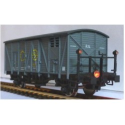 KTRAIN 0703-J. H0 Vagón cerrado RENFE, con balconcillo SN, con luces de cola.
